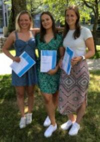 Marianne Staff Fredhjem, Cathrine McCoig og Anne Rydland (f.v) er fornøyde med vel gjennomførte mastergrader fra vår gruppe i juni 2018. De var studenter fra bioteknologi ved NMBU.