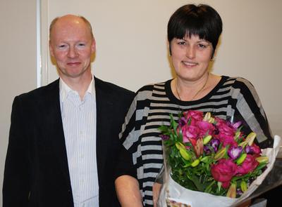 Kjersti Flatmark after receiving the award from Harald Stenmark