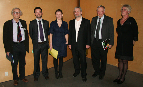 The happy poster prize winnter Ingrid Roxrud (no. 3 from left) flanked by the 2nd and 3rd prize winners and the members of the poster prize committee. Nobel laureate Robert Huber is no. 1 from left. Photographer: Rahmi Lale. (click to enlarge image)