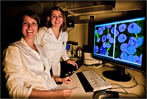 Guro E. Lind (right) and Camilla Raiborg use the confocal microsope to study cell division defects in cancer cells with SPG20 hypermethylation